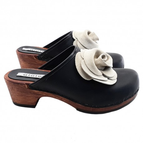 BLACK LEATHER CLOGS WITH FLOWER