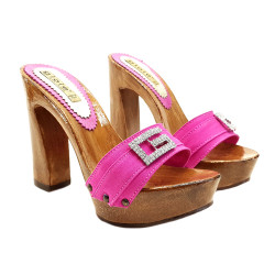 FUCSIA CLOGS WITH COMFY HEEL AND JEWEL ACCESSORY