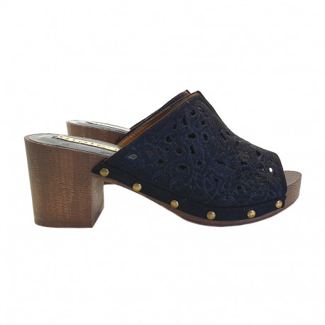 BLACK CLOGS IN LACE HEEL 6