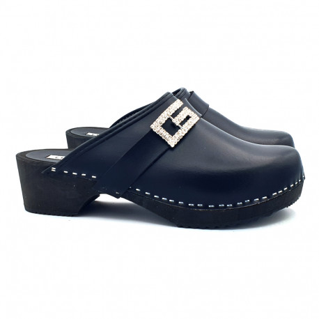 BLACK LEATHER CLOGS WITH JEWEL ACCESSORY