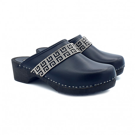 BLACK LEATHER CLOGS WITH ACCESSORY WITH PASTE