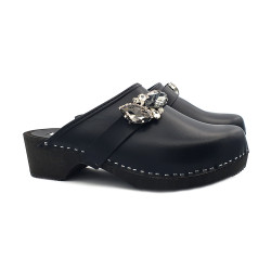 LEATHER CLOGS WITH ACCESSORY