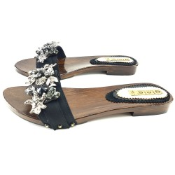 LOW LEATHER CLOGS WITH ACCESSORY
